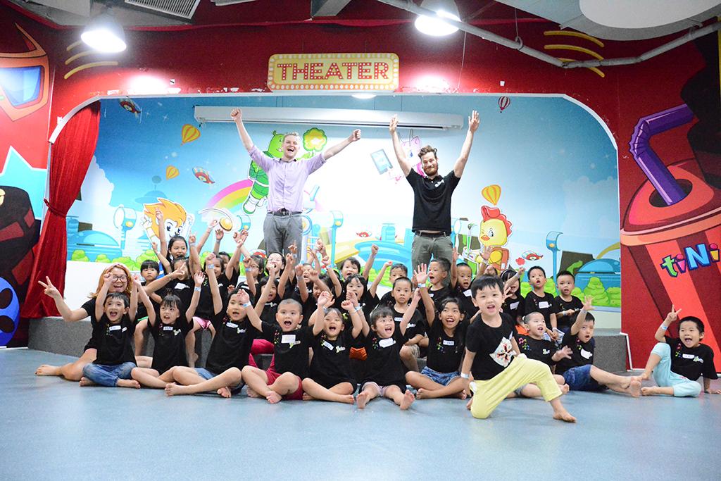 Tiếng Anh trẻ em hè qua vận động trò chơi | YES! Kids